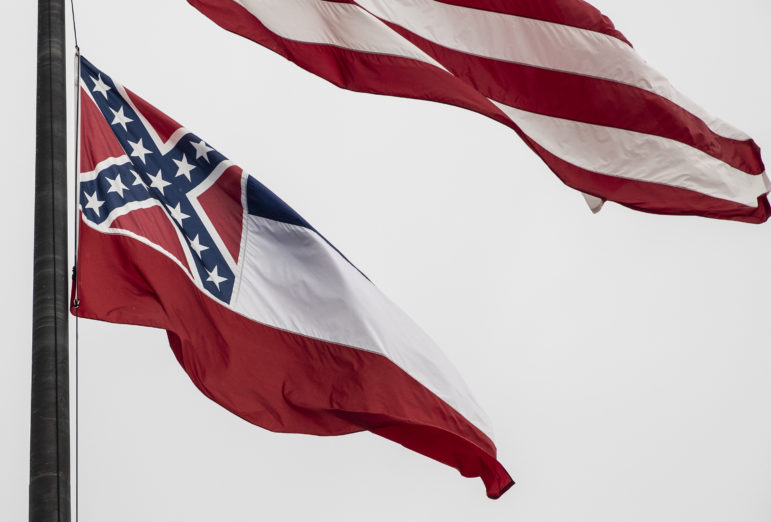 MS  lawmakers vote to remove Confederate battle emblem from state flag